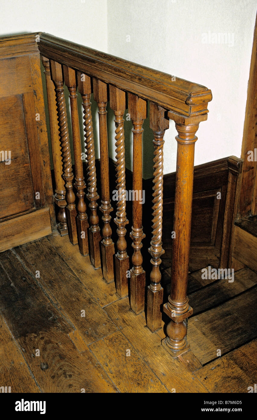Old Polished Oak Barley Twist Woodwork Details Georgian Town   Barley Twist Stair Spindles   Antique   Square   Victorian   Provincial   41Mm