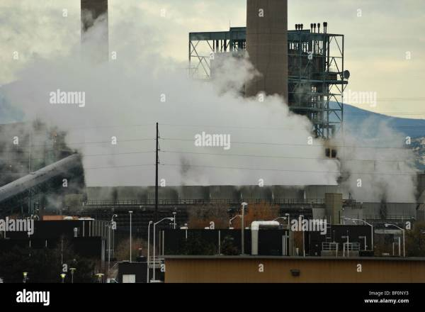 Sulphur Dioxide Stock Photos & Sulphur Dioxide Stock ...