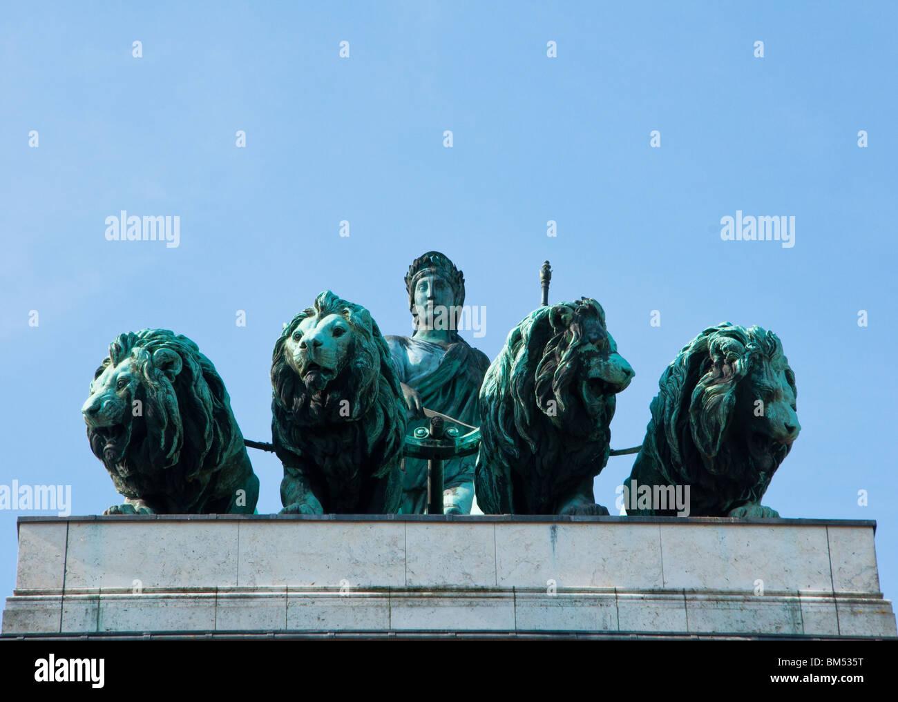 Statues on Siegestor
