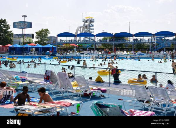 Pool aT Hurricane Harbor waterpark, Six Flags Over Texas ...