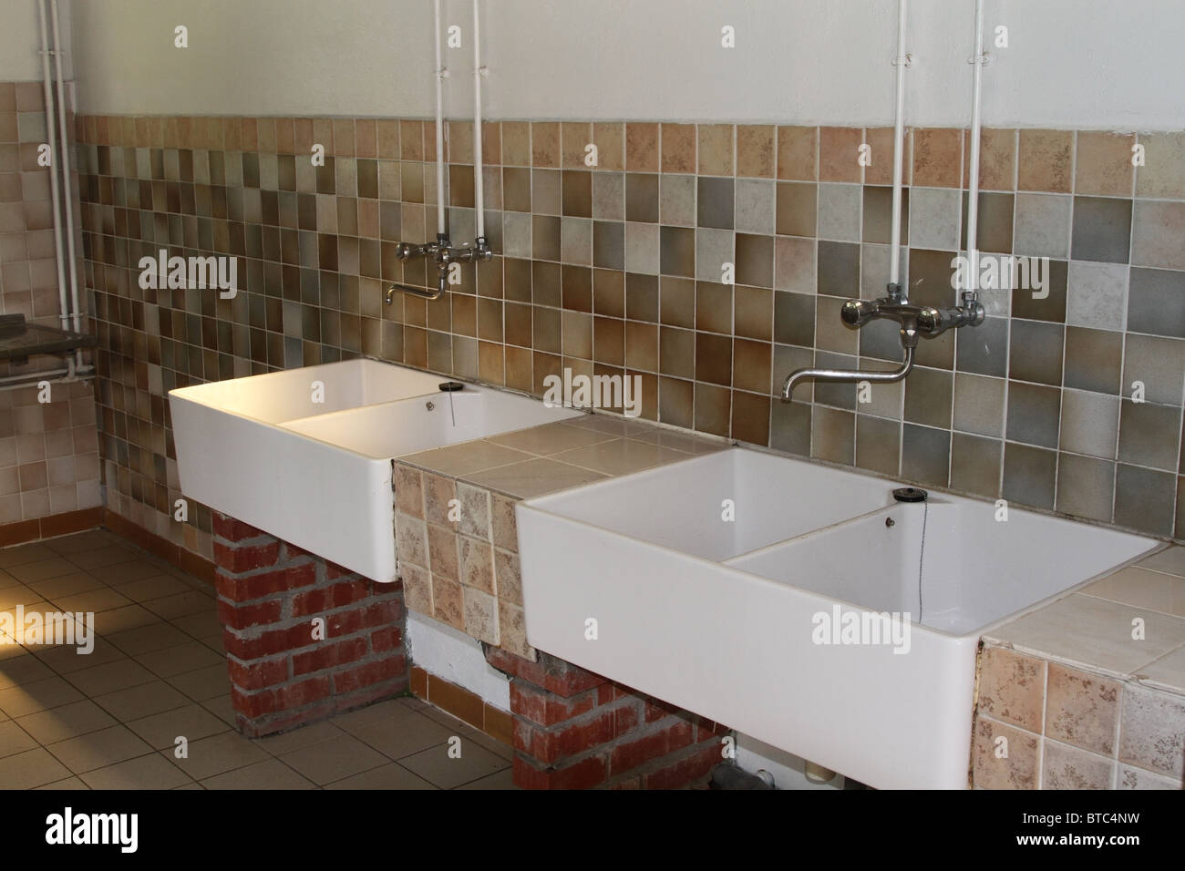https www alamy com stock photo deep white porcelain clothes washing laundry sinks on a campsite caravan 32229285 html