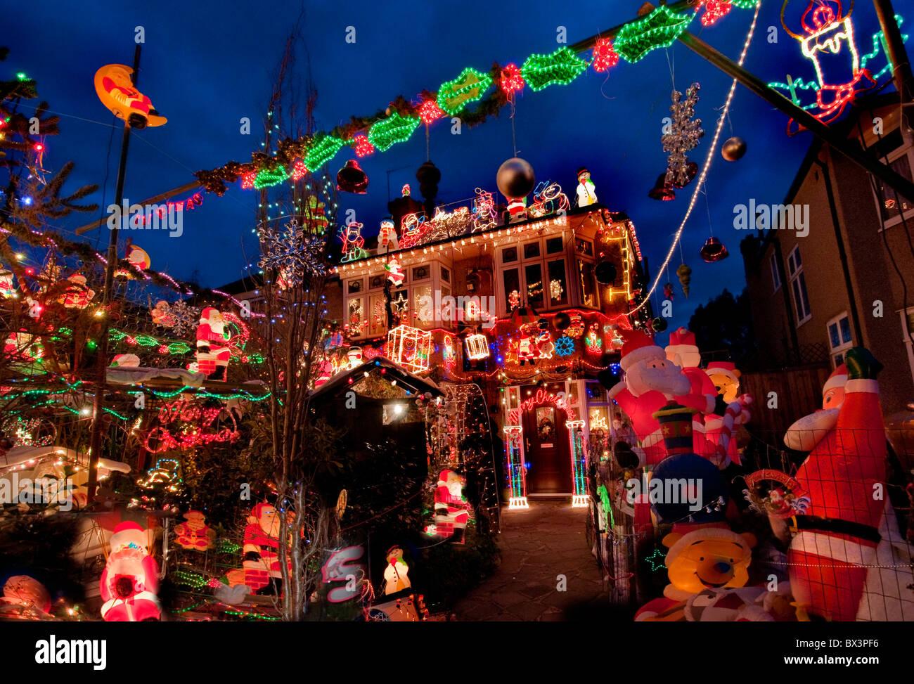 Natale è alle porte e tra poco vedremo nelle nostre città luci natalizie nelle vie commerciali, … Christmas Decorations House Exterior High Resolution Stock Photography And Images Alamy