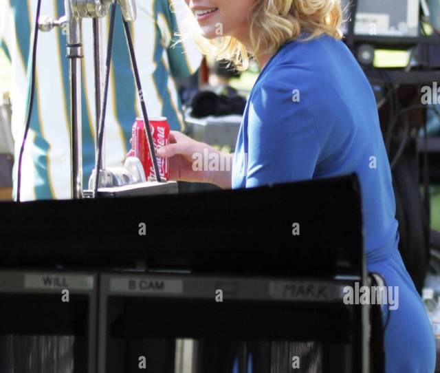 Katherine Heigl On The Set Of Her Upcoming Movie The Ugly Truth Filming On Location In A Hot Air Balloon Temecula California