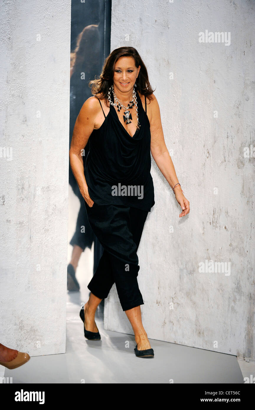 Donna Karan New York Ready To Wear Spring Summer Fashion Designer Stock Photo Alamy