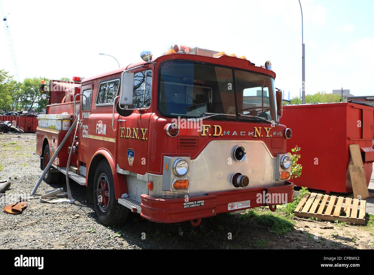 mack tower ladder fire truck