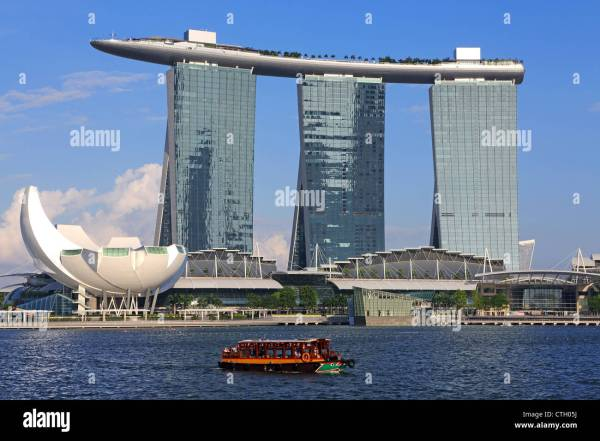 View of Marina Bay Sands hotel, Skypark and shopping ...