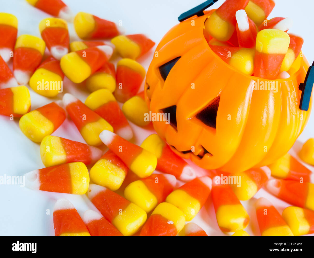 15/09/2021· weave in any loose ends (weaving up the sides where possible). Halloween Treat Bag Filled With Candy Corn Candies On White Background Stock Photo Alamy