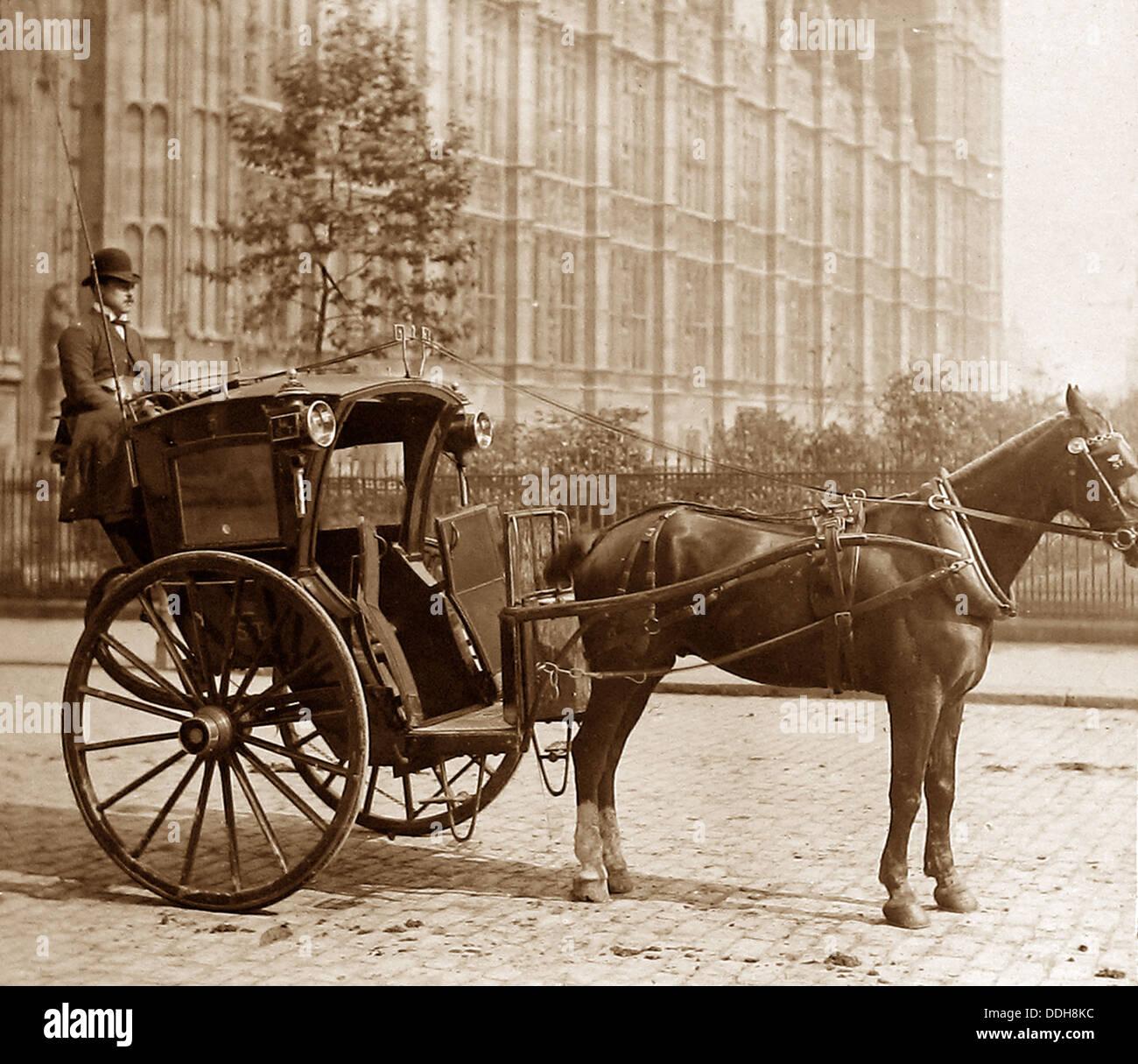 https://i1.wp.com/c8.alamy.com/comp/DDH8KC/london-hansom-cab-victorian-period-DDH8KC.jpg