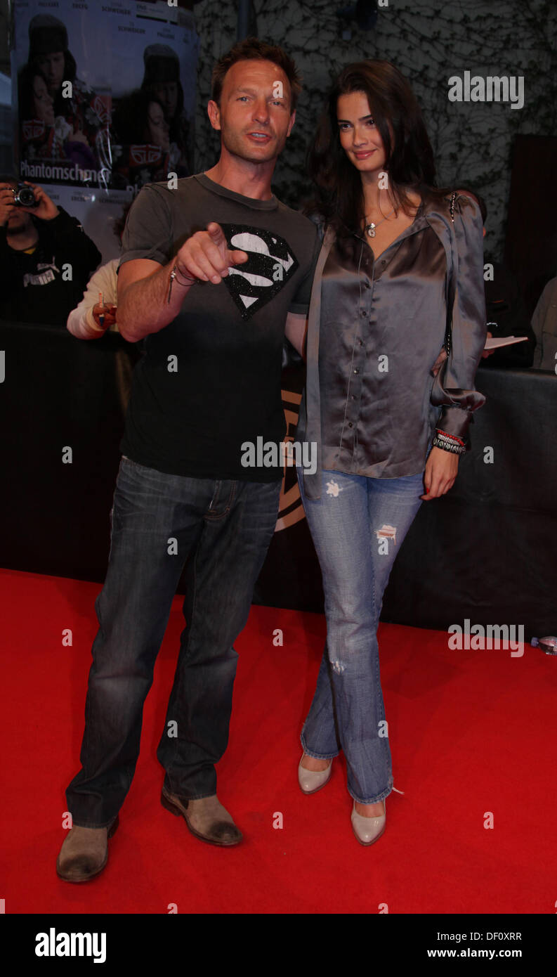 https www alamy com thomas kretschmann and girlfriend shermine shahrivar at the premiere image60871995 html