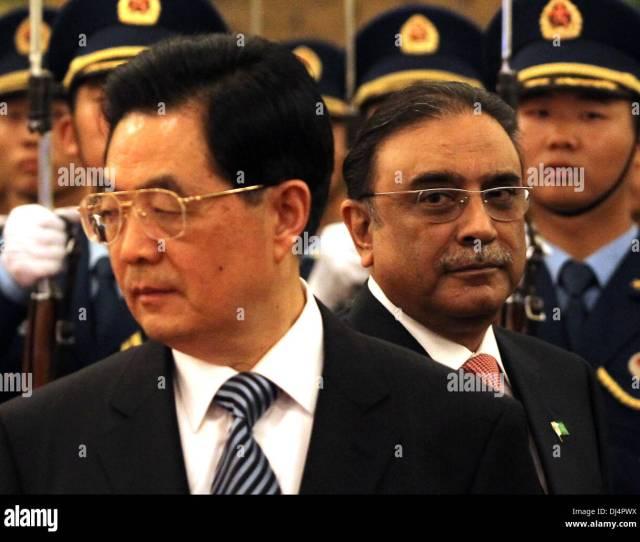 Beijing China China 7th June 2012 Chinese President Hu Jintao Escorts Pakistan President Asif Ali Zardari Past His Cabinet During A Welcoming Ceremony