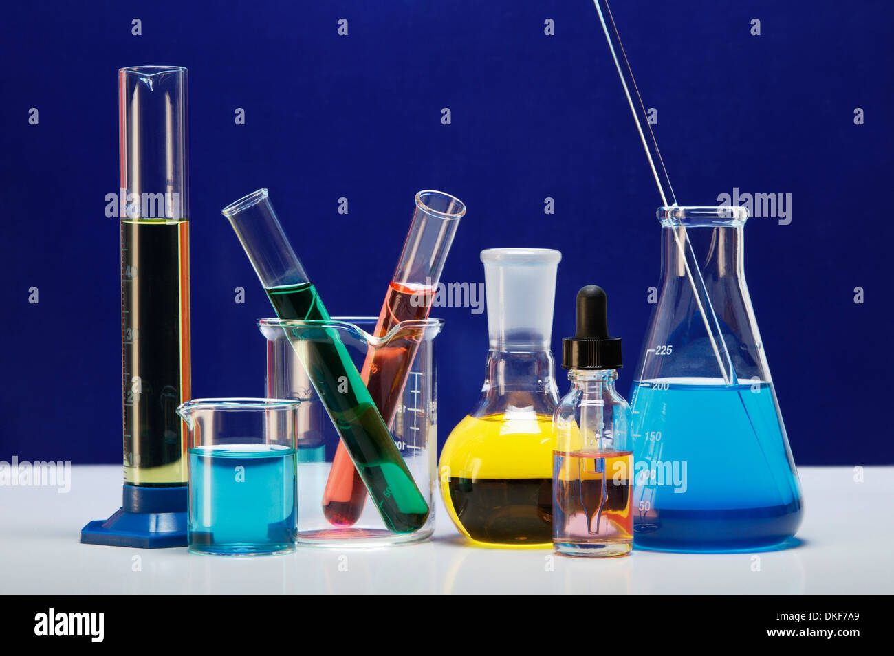 Chemical Lab Glassware Graduated Cylinder Small Beaker