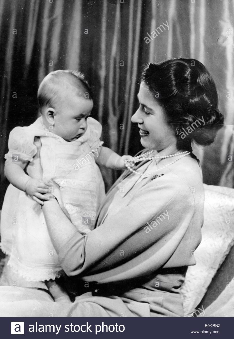 Queen Elizabeth II Holding Baby Prince Charles Stock Photo 69277182 Alamy