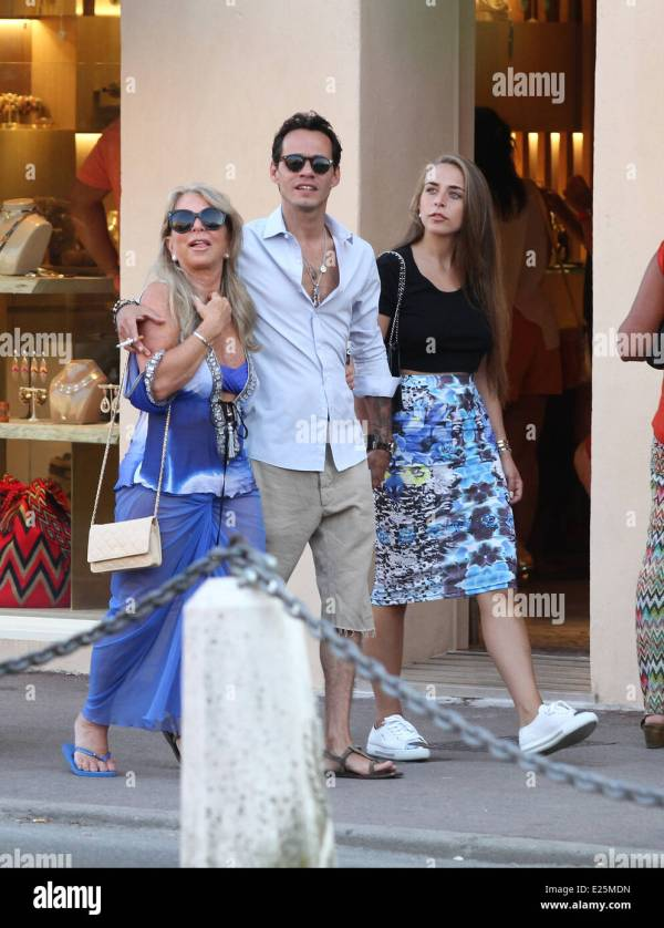 Marc Anthony, Chloe Green and her mother strolling in ...
