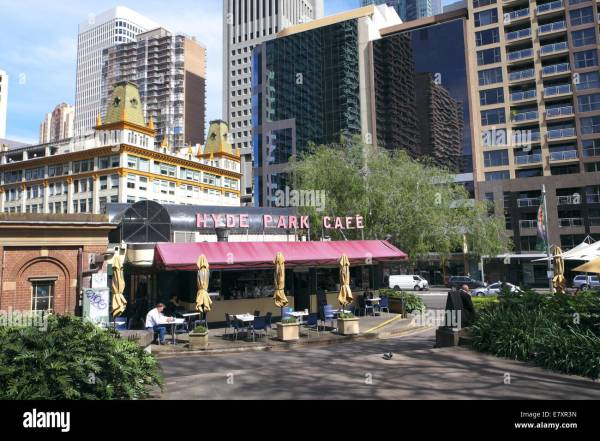 hyde park and its cafe coffee shop in Sydney city centre ...