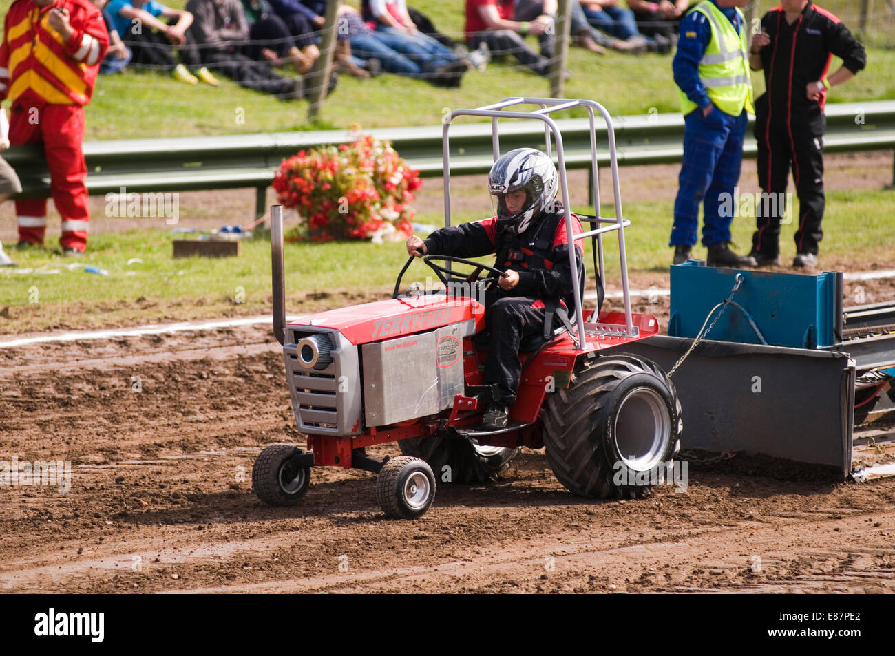 Maybe you've considered several options but aren't sure how to decide. Junior Tractor Pulling Puller Pullers Children Child Kid Kids Class Classes Lawn Tractors Mini Stock Photo Alamy