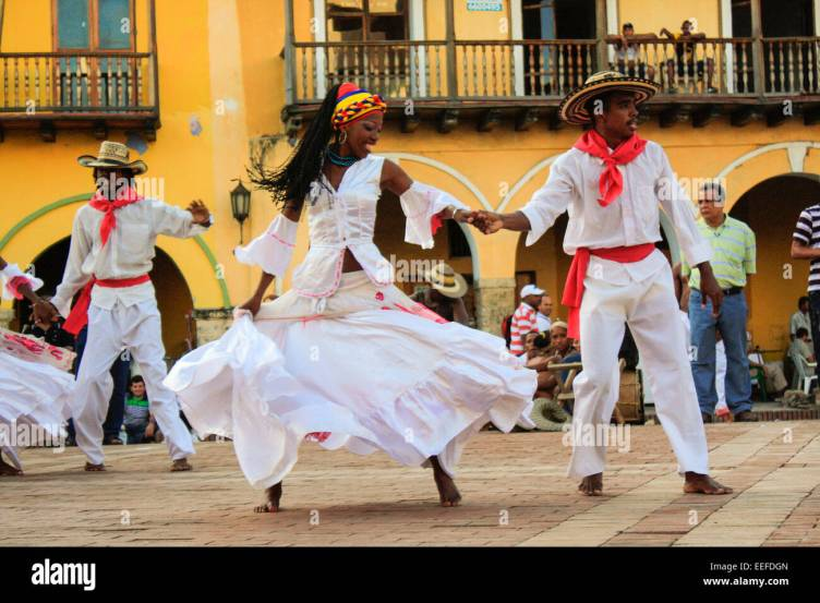 Traditional Colombian dancers performing in Cartagena's main ...