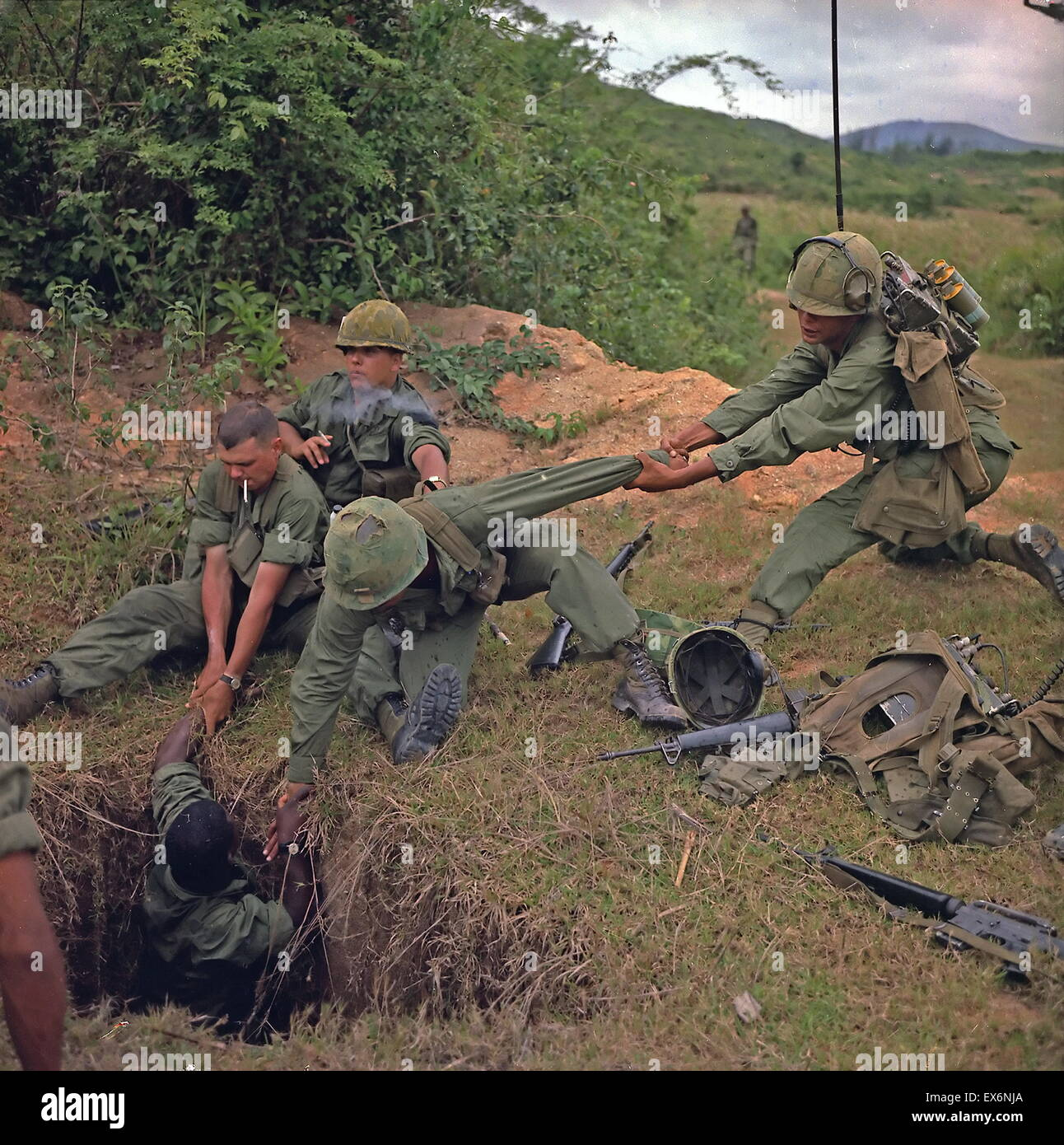 Vietnam War American Sol Rs Uncover A Vietcong