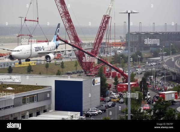 A crane lifts the German Aerospace Center (DLR) aircraft ...