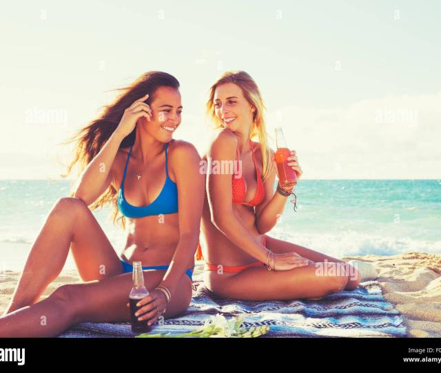 Summer Lifestyle Girls Day At The Beach Friends Hanging Out At The Beach At