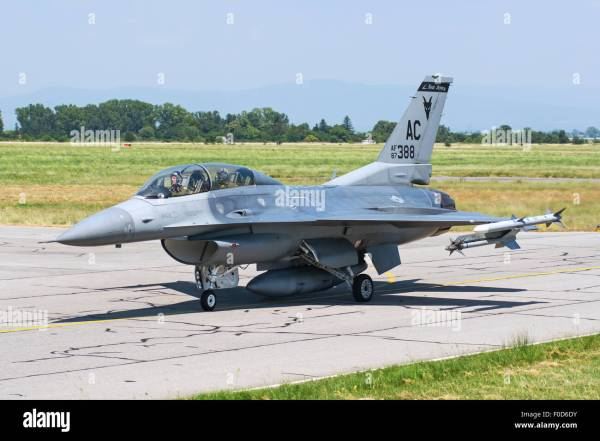 New Jersey Air National Guard F-16C taxiing at Graf ...