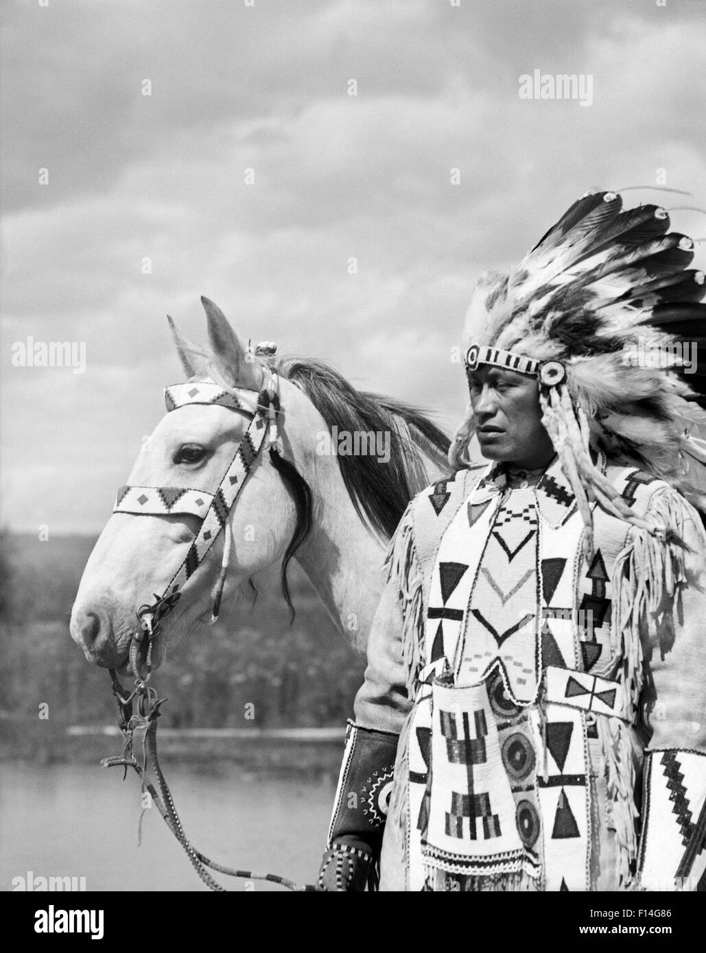 S Portrait Native American Indian Chief Full Feather