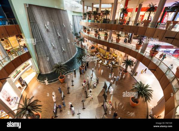 Divers sculpture in The Dubai Mall (world's largest mall ...