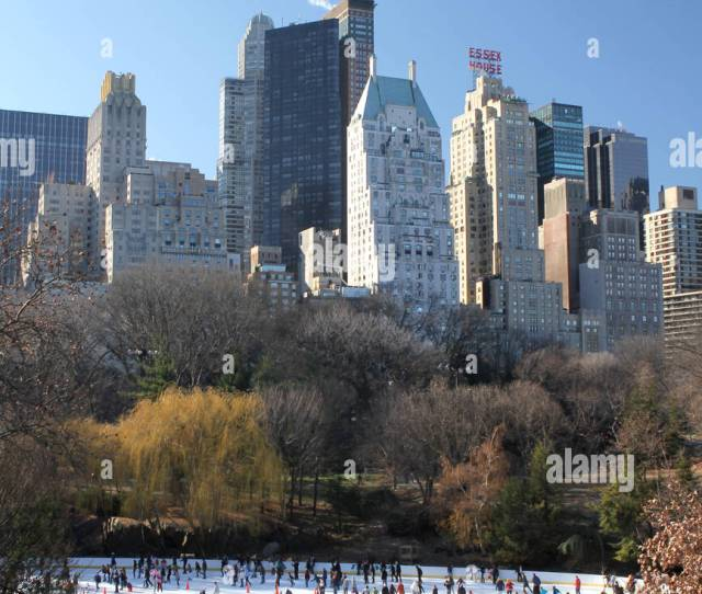 Central Park Ice Rink New York City Usa Used In Many Christmas Movies The Rink Has Become An Iconic Symbol Of Xmas In Nyc