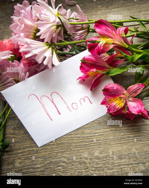 Happy Mothers Day  Greeting card o for mom with fresh cut flower     Happy Mothers Day  Greeting card o for mom with fresh cut flower bouquet  for Mothers Day