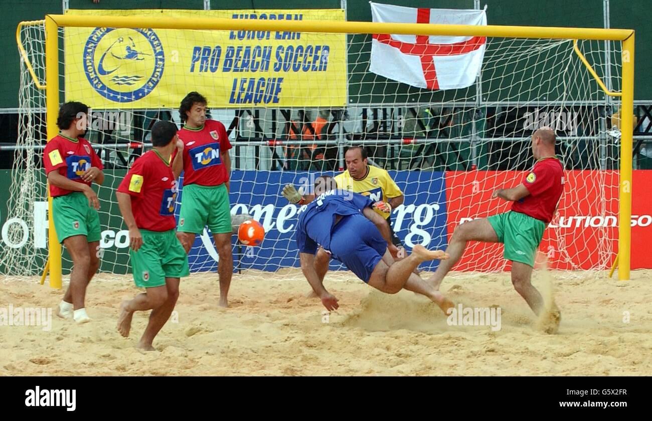 Voir plus d'idées sur le thème eric cantona, football, footballeur. Beach Football Cantona High Resolution Stock Photography And Images Alamy