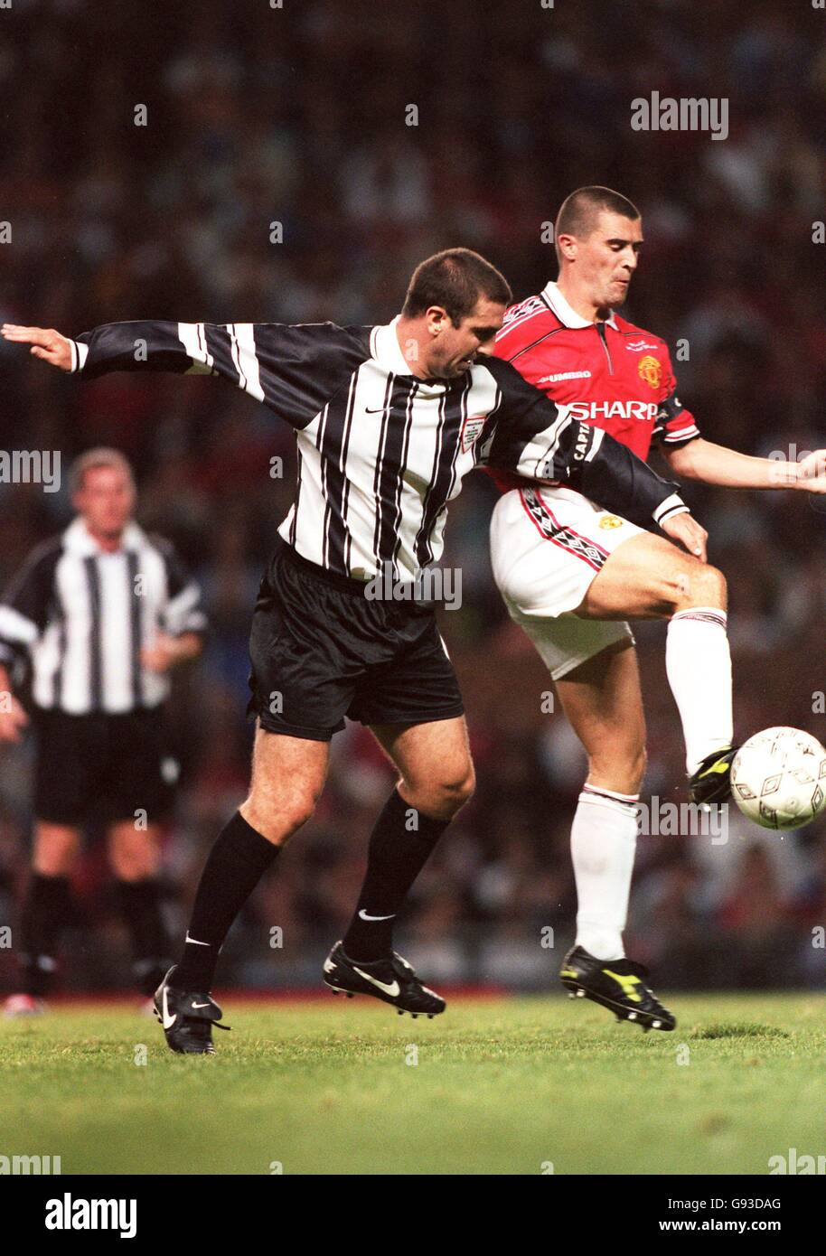 """""""eric cantona was a brilliant player. Eric Cantona Cantona Xi Left Battles For The Ball With Roy Keane Of Manchester United Right Stock Photo Alamy"""