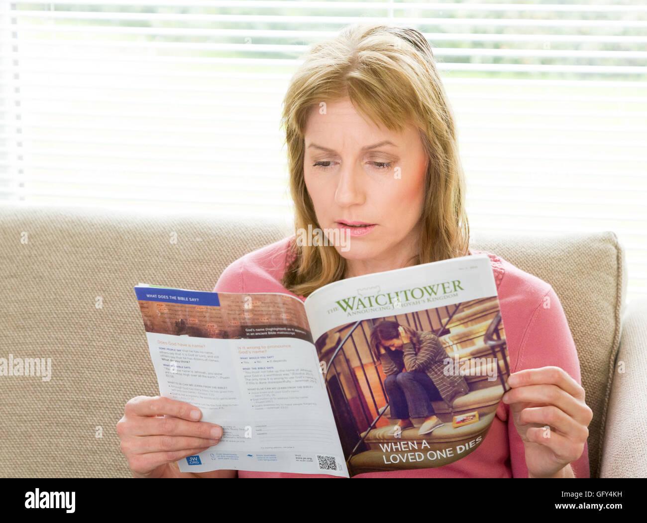 Resultado de imagen para reading the watchtower magazine