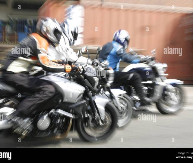 Motorcycles Suzuki B King Triumph Rocking Yamaha Triumphal Rock Mt  Helped To Pull Blur Street Group Motorcyclist Driver Person Three Speed