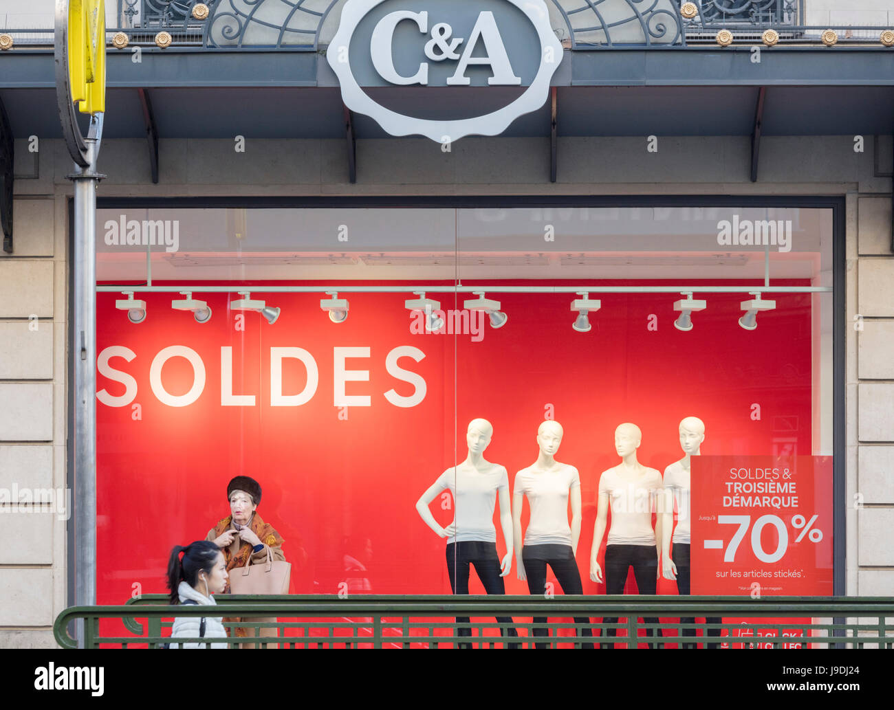 https www alamy com stock photo sale sign at ca clothing store paris france 143514396 html