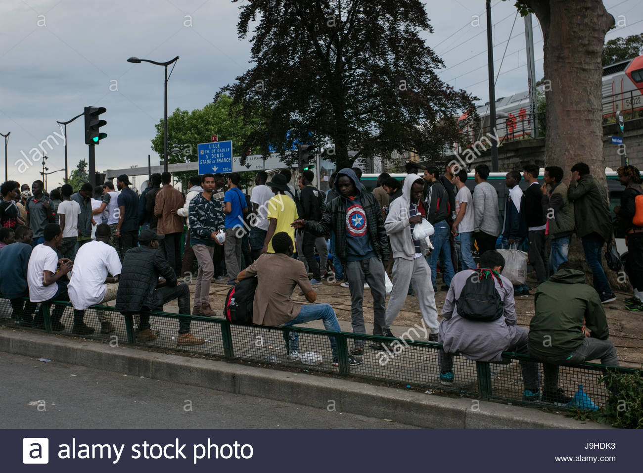 Paris  France  2nd June  2017  People take part in an event at which     People take part in an event at which volunteers  migrants and refugees  gather to prepare and eat dinner together in the Porte de la Chapelle area  of