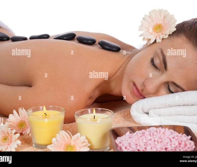 Attraktve Young Woman Gets A Hot Stone Massage