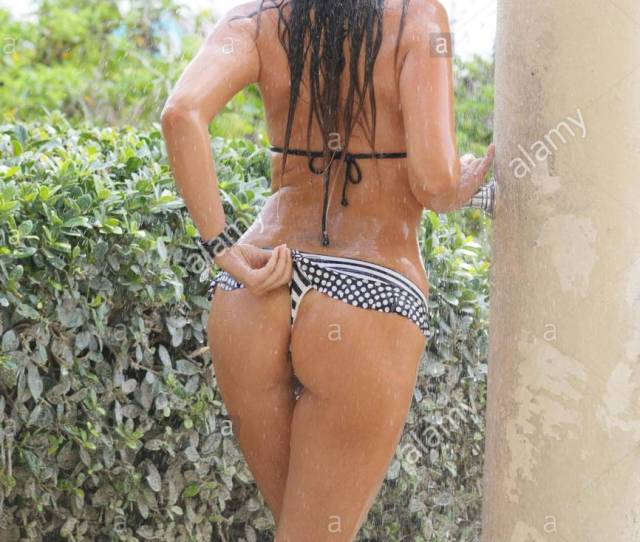 Claudia Romani Is Seen Taking A Shower In A Black And White Thong Bikini After A Day At The Beach In Miami Beach Fl