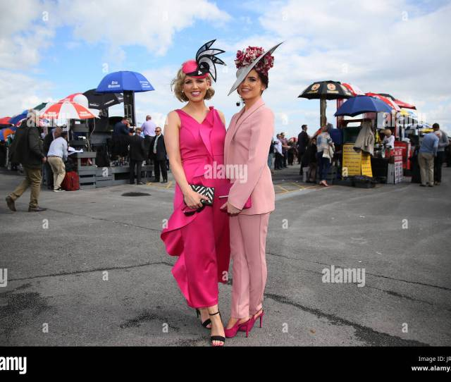 Michelle Barrett Manning Left And Her Sister Sharon Barrett From Belmullet Attending Fridays Fair Lady Day Of The Galway Summer Festival At Galway