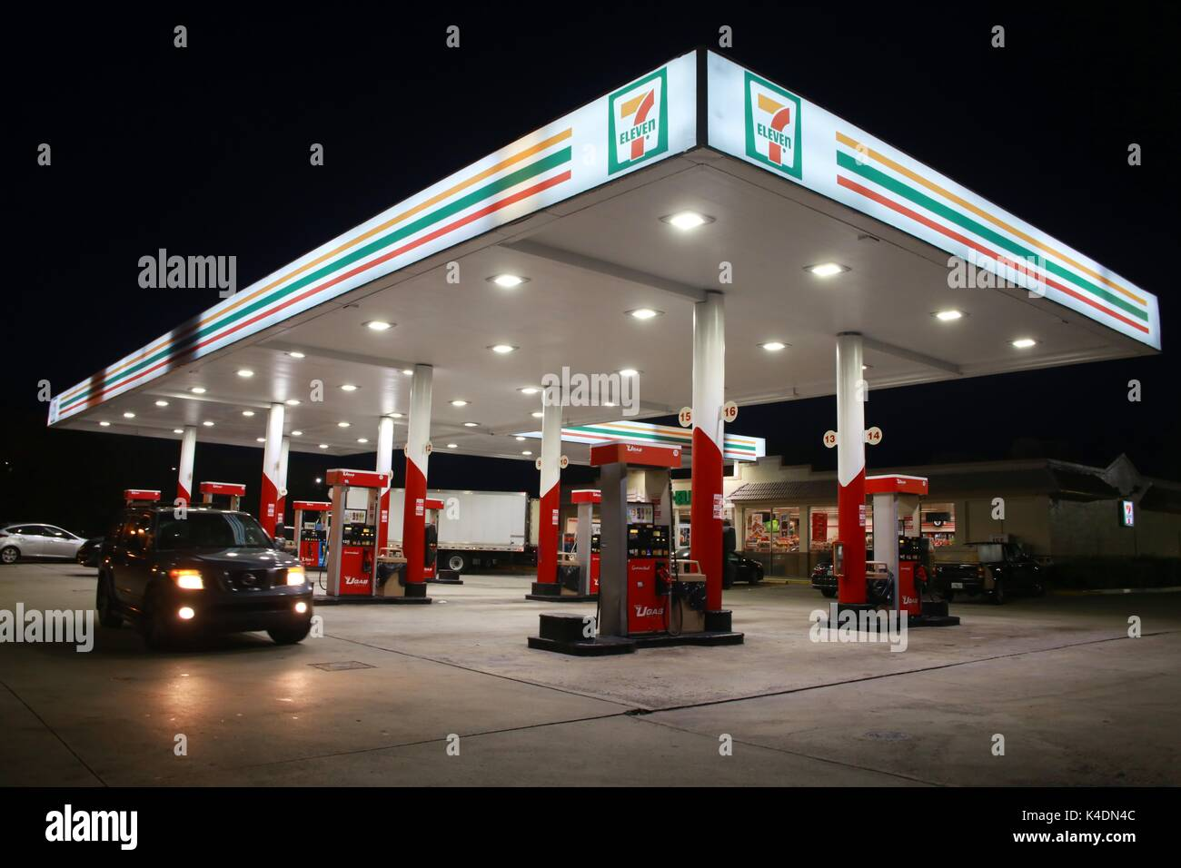 7 Eleven Gas Station Stock Photos Amp 7 Eleven Gas Station