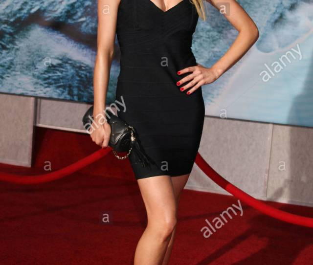 Valerie Azlynn The World Premiere For Surrogates At The El Capitan Theatre In Hollywood California