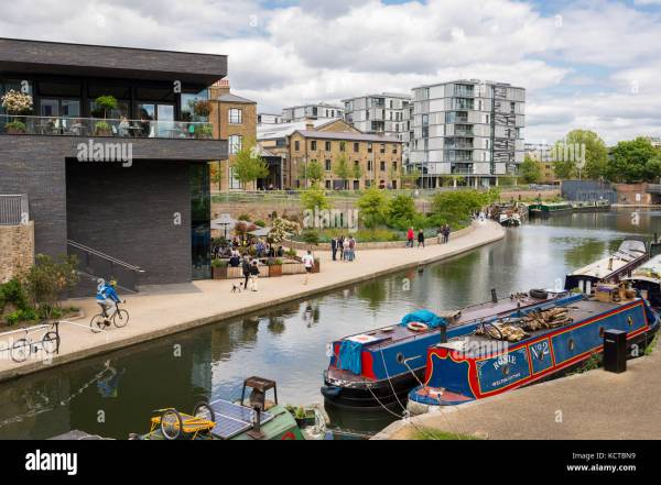 London Barges Stock Photos & London Barges Stock Images ...