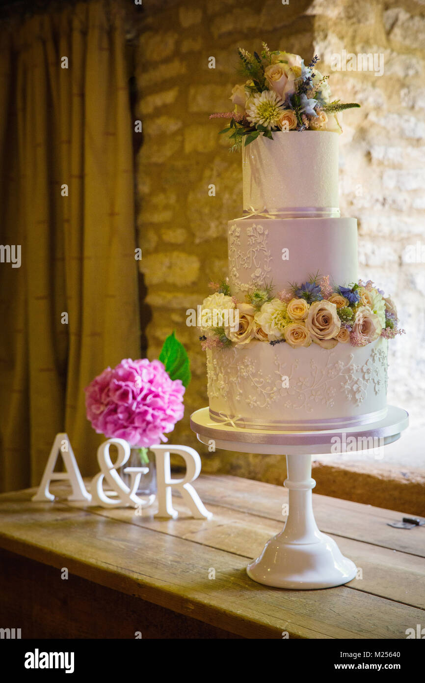 Tiered Cake Stand Stock Photos   Tiered Cake Stand Stock Images   Alamy Fresh flowers on three tiered wedding cake on cake stand   Stock Image