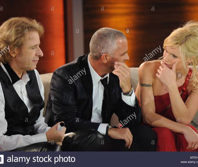 Michelle Hunziker Eros Ramazzotti And Tv Host Thomas Gottschalk Eros Ramazzotti And His Ex Wife Michelle Hunziker On The German Tv Show Wetten Dass