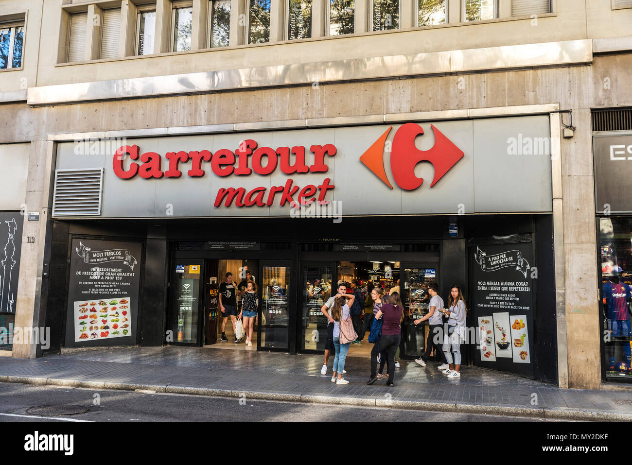 https www alamy com barcelona spain september 20 2017 young tourists in front of a carrefour market in les rambles of barcelona catalonia spain image188754035 html