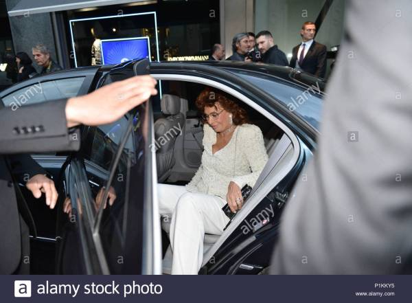 SOFIA LOREN. International guests arrive for the ...