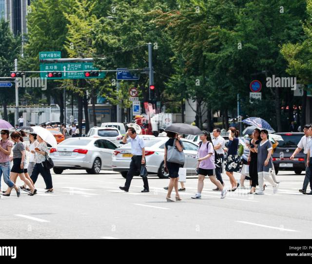 People Cross A Road With Umbrellas During A Hot Summer Day In Seoul South Korea Aug 3 2018 Credit Wang Jingqiang Xinhua Alamy Live News