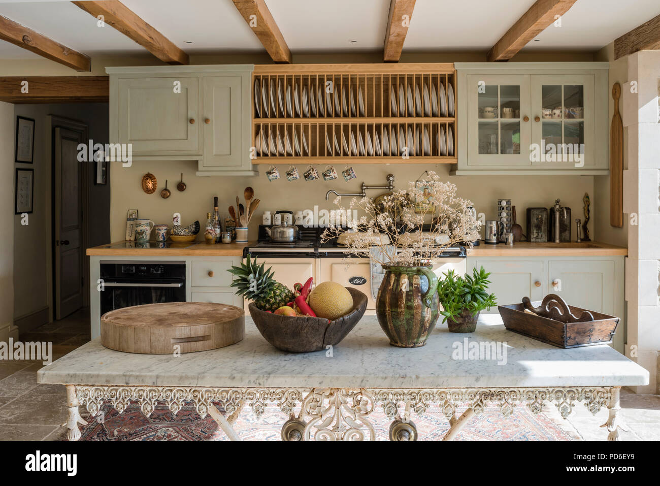https www alamy com wooden plate rack above aga in green fitted farmhouse kitchen image214658397 html