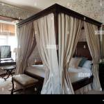 Four Poster Bed With Curtains High Resolution Stock Photography And Images Alamy