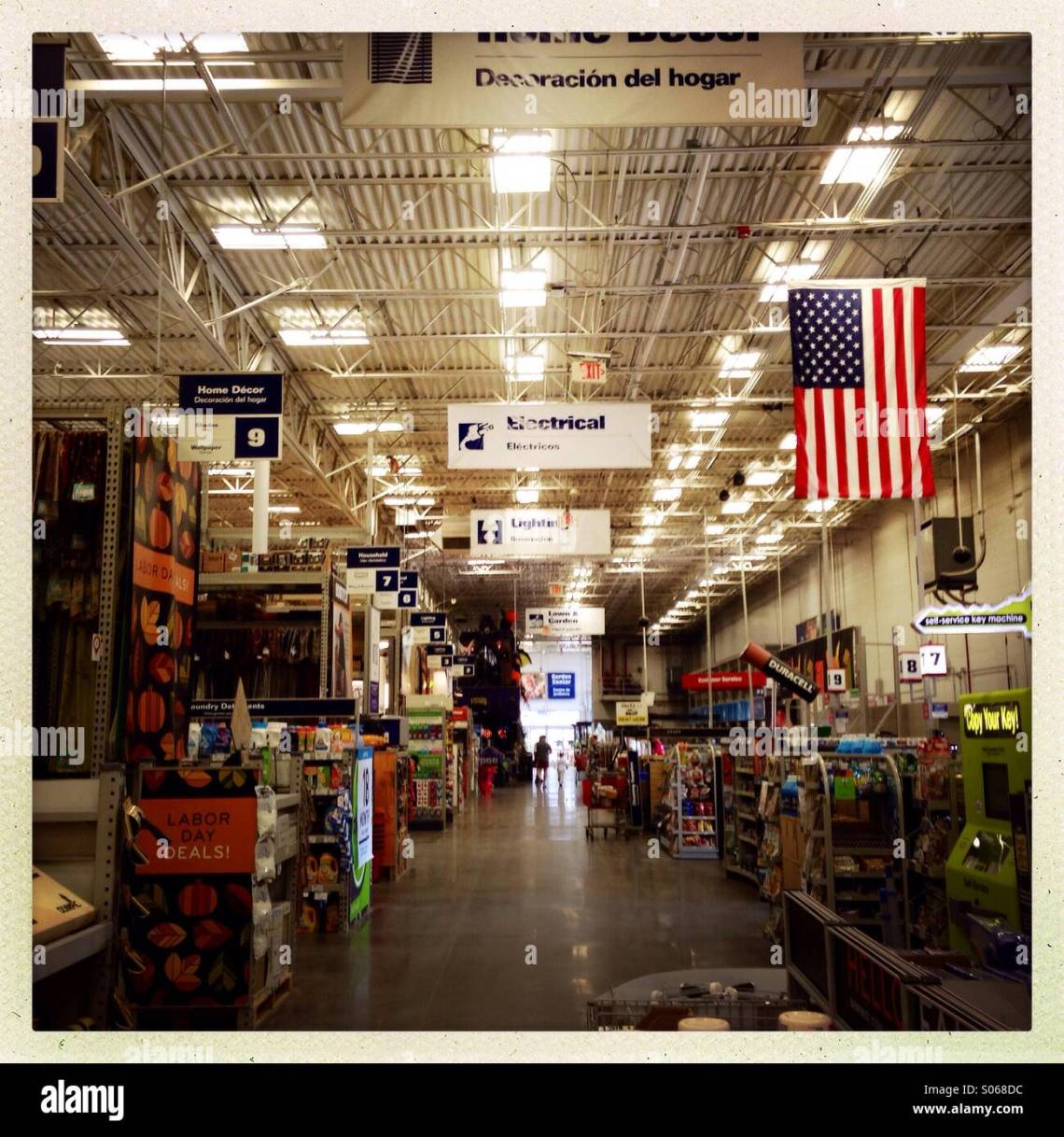 Lowes Home Improvement Store Stock Photo Alamy