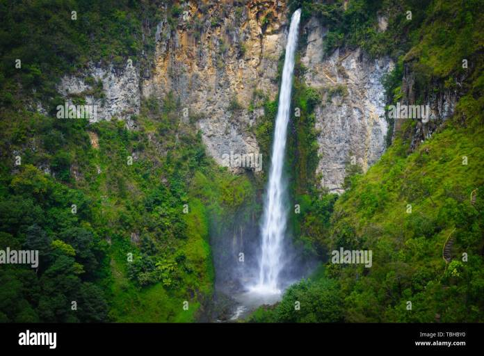 Sipiso Piso Waterfall Famous Travel Destination Natural Landmark And Tourist Attraction In Berastagi And Lake Toba Sumatra Indonesia Long Exposure Stock Photo Alamy