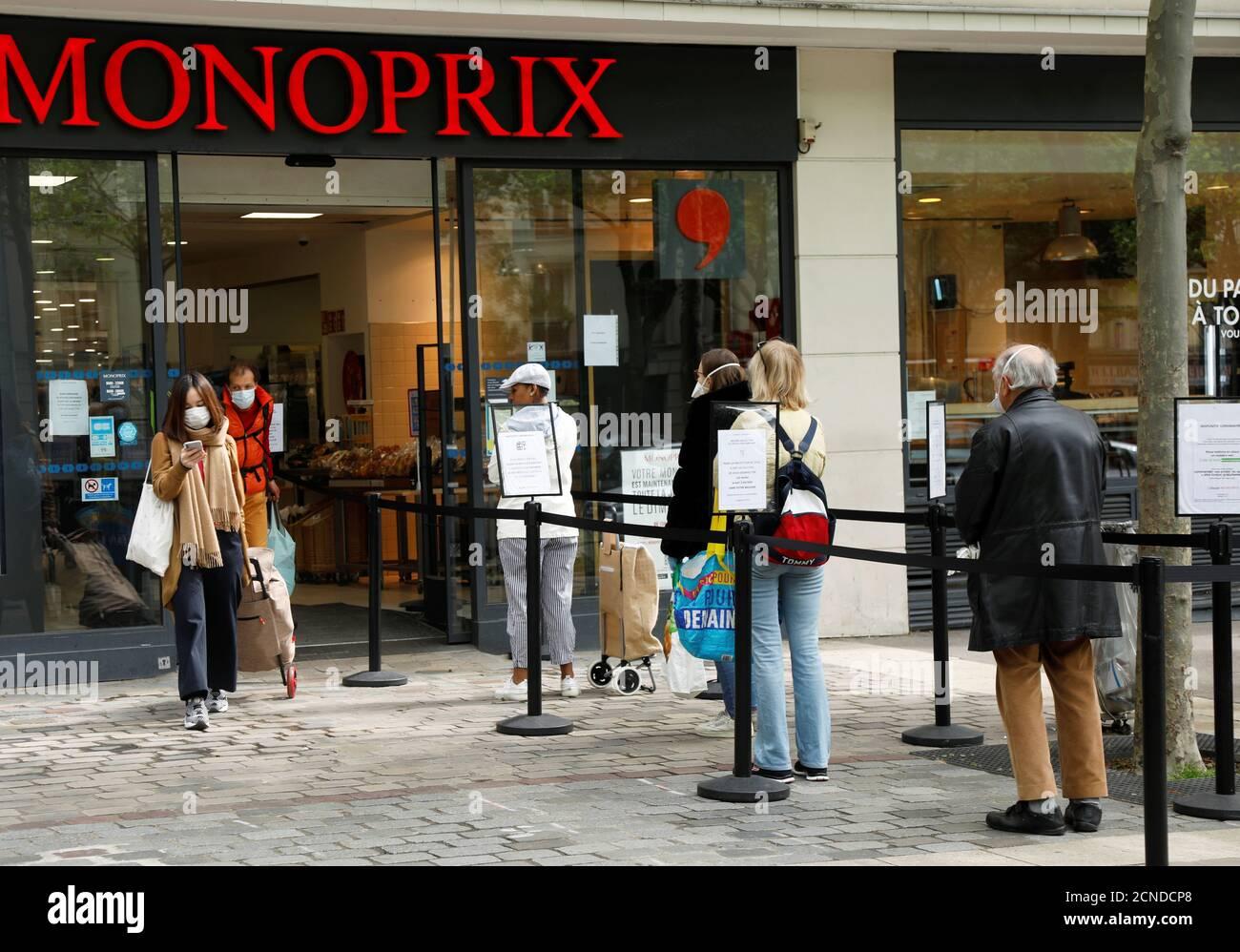 Paris Monoprix Supermarkt Stockfotos Und Bilder Kaufen Alamy